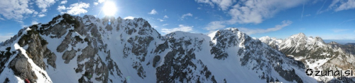 Begunjska Vrtača, Veliki vrh in Vrtača v ozadju