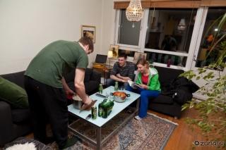 Lars servira večerjo