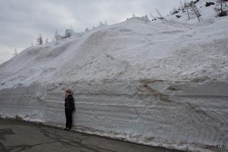 Andreja ob steni snega