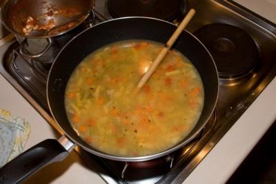 Pred spanjem sta ti Mare in Anja zaželela še malo juhe. Ko sem jo skuhal...