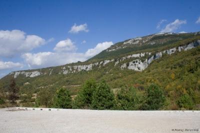 Pogled iz parkirišča v Vranjski Dragi