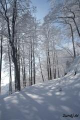 Neokrnjen sneg