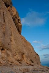 Z zahajajočim soncem obsijane skale