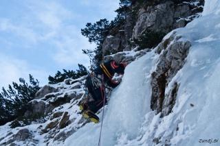 Miha začenja s plezanjem