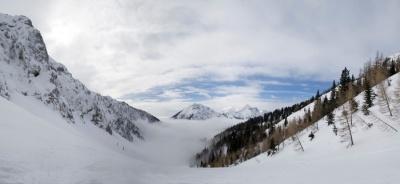Pogled nekje na polovici doline