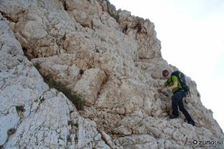 Previdno po ozkih skalah