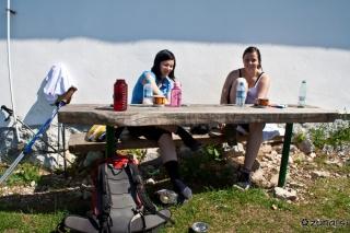 Sestrca in Lili, pa Miši pod mizo