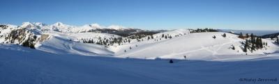 Na vrhu se mi odpre pogled še naprej na vrh Velike planine in na Grintovce