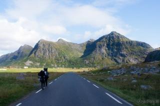 Pogled proti Andopshesten in dolinci Kvanndalen
