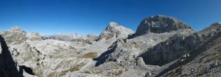 Panoramski pogled proti Prehodavcem in hribom