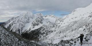 Stol in dolina pod njim