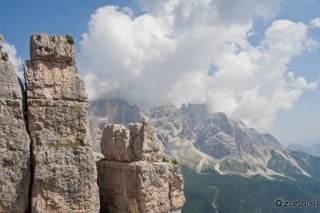 Stolpi in Tofana v oblakih