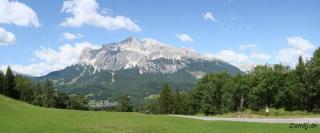 Na nasprotni strani doline v kateri leži Cortina d'Ampezzo