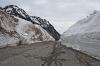 Na Vršiču je še polno snega zaradi plazov