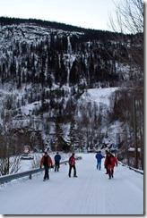 Zaradi razmer na cesti smo se nazaj na vrh odpravili peš, saj je bil na cesti led